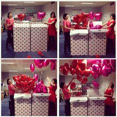 revistanova's photo on Instagram #valentinesday As nossas irmãs inglesas da @cosmopolitanuk estão comemorando o dia mais romântico do ano no país delas enchendo a redação de balões! Ah o amor...