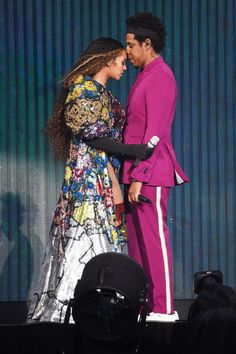 Beyonce and Jay Z took the stage on Sunday in Johannesburg, South Africa for a charity concert honoring Nelson Mandela, a century after he was born. Beyonce Et Jay Z, Beyonce Knowles, Nelson Mandela, Mary Katrantzou, Selena, Kylie, Divas, Versace, Vow Renewal Dress