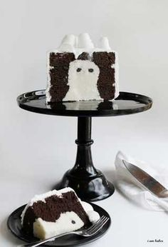Amazing Ghost Surprise on the Inside Cake by @iambakertweets