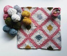 Work in progress 😊 Patroon uit het boek Mooi van Draad @mooivandraad #mooivandraad #mooivandraadboek #crocheting #thyracrochet #heelhollandhaakt #instacrochet #haaktherapie #haken #hakenisleuk #hakenisfijn #crochetcushion #crochetaddict #crochetersofinstagram