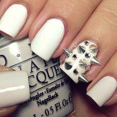 OMGAWWWD!!! ❤❤❤❤❤❤❤❤❤ #fierce #rockerchic #studs #nail #unhas #unha #nails #unhasdecoradas #nailart #gorgeous #fashion #stylish #lindo #cool #cute #fofo #white #branco