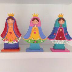Virgencitas en madera pintadas .
