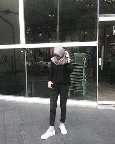 Best fashion hijab casual chic ideas fashion new fstylish and fashionable hijab fashion for teensolder 9 Ootd Hijab, Casual Chic, Casual Hijab Outfit, Hijab Fashion Casual, Street Hijab Fashion, Fashion Outfits, Hijab Chic, Girl Hijab, Fasion