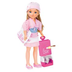 Nancy - Aventuras por el Mundo - Paris, la muñeca Nancy con su diario con llave, su mascota preferida y varios accesorios. Nancy es una chica aventurera y por eso viaja a las ciudades más de moda. Además, viaja como una princesa de cuento y disfruta de toda la tecnología. Existen varios modelos: Nancy viaja por varios países. Se venden por separado. ¡Colecciónalos!