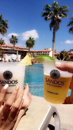 Remember that our cups are reusable! Please do not throw them away #EcoFriendly   www.sandos.com  Recuerda que nuestros vasos son reciclables, por favor no los tires a la basura #EcoFriendly