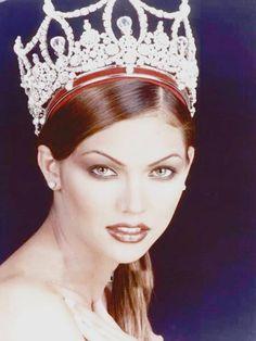 Foto Oficial de Veruzka Ramírez, Miss Venezuela 1997, para el Concurso de Miss Universe 1998..