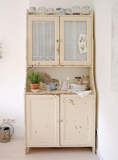 this hutch reminds me of one that my great grandmother used to have in her kitchen. i love shabby chic, and i plan on doing my whole house in that style.