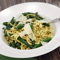 Fresh Pasta with Pesto and Green Beans