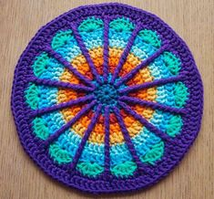 [Free Pattern] Stunning Colours And Design In This Spoke Mandala! [Free Pattern] Stunning Colours And Design In This Spoke Mandala! The post [Free Pattern] Stunning Colours And Design In This Spoke Mandala! Crochet Home, Crochet Crafts, Crochet Projects, Knit Crochet, Crochet Afghans, Crochet Blankets, Motif Mandala Crochet, Crochet Circles, Crochet Potholders