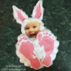 This darling footprint bunny craft was made by Brittney and her daughter! Just glue cotton balls on a paper plate then cut out/glue a photo of your childs face to the top. Add some ears and their footprints! Easter Crafts For Toddlers, Easter Activities, Toddler Crafts, Easter For Babies, Infant Crafts, Easy Diy Crafts, Crafts To Do, Diy Crafts For Kids, Crafts For Babies
