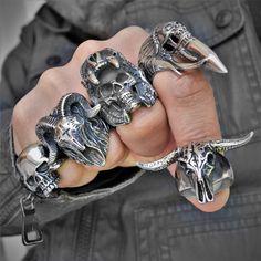 Biker style skull jewelry!!!! Rock Chic, Style Rock, Gothic Jewellery, Skull Jewelry, Cute Jewelry, Grunge Jewelry, Biker Rings, Biker Style, Chopper