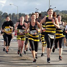 San Francisco Races: Bay to Breakers - Fun Runs: The 10 Best Costume Races in the Country for Runners - Shape Magazine Nascar Costume, Team Costumes, Cool Costumes, Costume Ideas, Costumes Kids, Fun Run Outfit, Races Outfit, Halloween Running Costumes, Easy Halloween