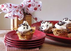 Phyllo Cups with No Bake Chocolate Cheesecake Filling perfect for Valentine's Day from Miss in the Kitchen. No Bake Cheesecake Filling, No Bake Chocolate Cheesecake, Chocolate Pies, Hot Chocolate Recipes, Chocolate Muffins, Chocolate Treats, Chocolate Chip Cookies, Yummy Treats, Sweet Treats