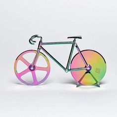 The mini classic fixed-gear bike comes in iridescent rainbow finish and complete with its own stand, so you can proudly display it on your kitchen tops when not in use! It features a miniature steering handlebar, a saddle and double sharp cut discs for precise cutting.