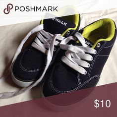 Boys shoes Boys shoes. Great condition! Worn once. Canvas material. Airwalk Shoes