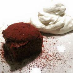 Valentine's dinner #food #foodporn #foodphotography  Quadrotto di cioccolato con panna montata alla cannella  https://morgatta.wordpress.com/2016/02/11/cena-afrodisiaca-no-grazie-san-valentino-per-quelli-a-cui-piace-magna/