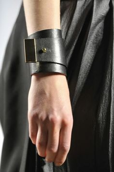MODE THE WORLD: Black Leather Bracelet