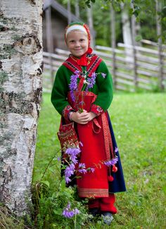 folk costumes from Boda, Dalecarlia;   Scandinavian Folklore II,   (All these costumes are from the area of Boda and show the way children were dressed in the 19th century.) ^^