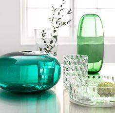STOCKHOLM Vasen in Grün, BLADET Vase und GODKÄNNA Schale und GODKÄNNA Vase/Windlicht aus Klarglas