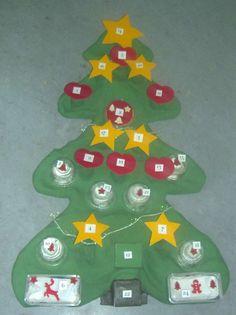 Adventskalender aus Pappmachee, fast 1 m hoch Calendar, Holiday Decor, Home Decor, Diy Home Crafts, Advent Calenders, Diy, Decoration Home, Room Decor, Life Planner