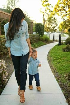 Matching mom and daughter outfit, love