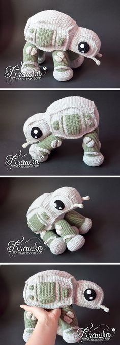 Amigurumi Crochet Star Wars at-at walker Star Wars Crochet, Crochet Geek, Crochet Stars, Crochet Amigurumi, Cute Crochet, Amigurumi Patterns, Crochet For Kids, Crochet Crafts, Crochet Dolls