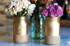 Heb je ook zin om aan de slag te gaan met een leuke DIY? Onlangs spotten wij deze te gekke DIY metallic mason jars. Ze zijn hip, trendy en heel makkelijk te maken!