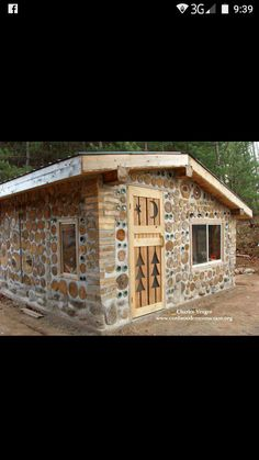 Wood House Design, Cottage Design, Cabins In The Woods, House In The Woods, Casa Dos Hobbits, Cordwood Homes, Building A Small House, Unusual Homes, Diy Shed