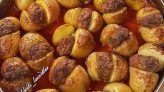 PATATES ARASI KÖFTE Pretzel Bites, Baked Potato, Salsa, Bread, Baking, Vegetables, Ethnic Recipes, Food, Salsa Music