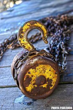 Rust | さび | Rouille | ржавчина | Ruggine | Herrumbre | Chip | Decay | Metal | Corrosion | Tarnish | Texture | Colors | Contrast | Patina | Decay | Pulley Photo by Paul Choo.
