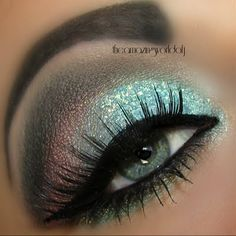 Beautiful Eye Make-Up ideas! I need a professional make-up artists to do this for me! Or my personal drag queen helper! ;-)