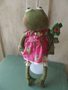 Primitive+Frog+with+Flower+in+Dress+by+reddirtprimitives+on+Etsy,+$24.49