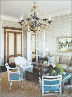 This early project of Parish Hadley featured in Veranda is still wonderful after all this time. The North Carolina home, decorated fo. Albert Hadley, French Apartment, American Interior, Estilo Shabby Chic, North Carolina Homes, Pretty Room, Chinoiserie Chic, Beautiful Interiors, Interior Design