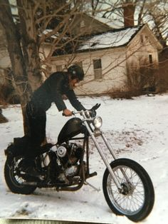 Best classic cars and more! Harley Knucklehead, Harley Davidson Panhead, Harley Davidson News, Motorcycle Style, Biker Style, Vintage Motorcycles, Custom Motorcycles, Bobber Chopper, Dad Day