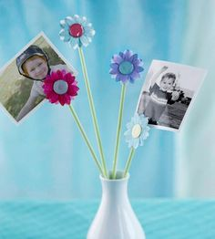 paper flower photo display, DIY.. I think I could do this