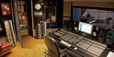 http://www.residentstudios.com/  Resident Studios is a leading London recording studio and rehearsal complex with amazing live rooms, superb gear...