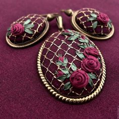 вышитый ккулон - Поиск в Google Floral Embroidery, Embroidery Stitches, Embroidery Jewelry, Embroidery Fashion, Silk Ribbon Embroidery, Hand Embroidery, Embroidery Techniques, Jewelry Wall, Fabric Jewelry