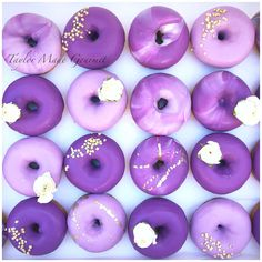 More purple prettiness . This pretty donut set was for Pina's birthday. Donut Pictures, Donut Images, Purple Desserts, Purple Cakes, Violet Aesthetic, Lavender Aesthetic, Purple Party, Purple Wedding, Iftar
