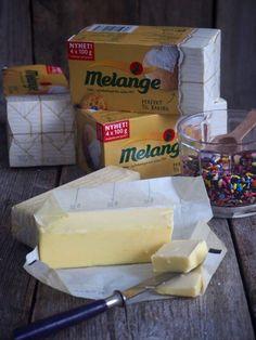 Fastelavnsboller med vaniljekrem og sjokoladeglasur - Mat På Bordet Fritters, Dairy, Cheese, Fried Dumplings