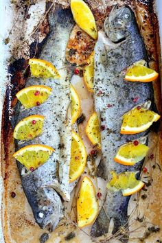 Trout with oranges and green beans garnish Grubs, Fish And Seafood, Trout, My Recipes, Green Beans, Kitchens, Bulgur, Brown Trout, Salmon