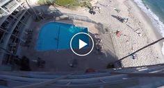 Doido e Inconsequente Homem Salta De Topo De Edifício De 6 Andares Para Piscina http://www.desconcertante.com/doido-e-inconsequente-homem-salta-de-topo-de-edificio-de-6-andares-para-piscina/