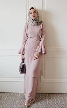 Hijab Dress Party, Hijab Style Dress, Hijab Gown, Modest Fashion, Hijab Fashion, Fashion Dresses, Elegant Dresses, Pretty Dresses, Formal Dresses