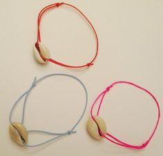 Bracelet cordon avec coquillage beige