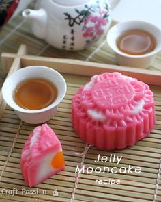 Make strawberry jelly mooncakes