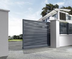 This design is not so great, it's average, but I want to impress that I need strong security and a wall around the entire property. Home Gate Design, House Fence Design, Steel Gate Design, Front Gate Design, Main Gate Design, Gate Designs Modern, Modern Fence Design, Entrance Gates, Front Gates