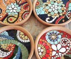 Solange piffer Mosaicos - SP-Brasil bright colors in glass Mosaic Birdbath, Mosaic Tray, Mosaic Garden Art, Mosaic Tile Art, Mosaic Flower Pots, Mosaic Pots, Mosaic Birds, Mosaics, Mosaic Mirrors