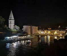 Blick auf Veli Losinj bei Nacht Island, Mansions, House Styles, Home Decor, Sailing, Travel Report, Night, Landscape, Vacation