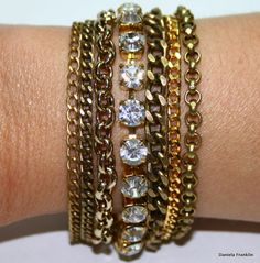 Pulseira de correntes douradas e ouro velho com strass