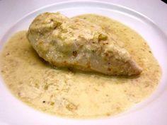 AVES/ PECHUGAS DE POLLO CON CREMA CHAMPIÑONES.  http://www.revistatodolochic.com/una-exquisita-opcion-muy-facil-de-preparar/   pollo