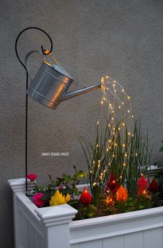 Glowing Watering Can with Fairy Lights - How neat is this? It's SO EASY to make! Hanging watering can with lights that look like it is pouring water. Garden Fairy Lights, Garden Lighting Diy, Fairy Light Decor, Solar Fairy Lights, Fairies Garden, Decorating With Fairy Lights, Solar Hanging Lights, Plants For Fairy Garden, Hanging Lights Living Room
